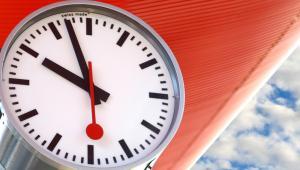Zegar kolejowy należący do szwajcarskich kolei państwowych SBB