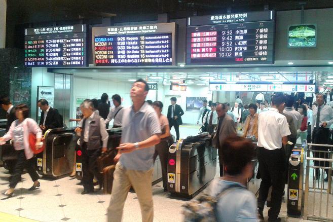 Bramki na japońskim dworcu kolejowym, fot. Jan Bolanowski