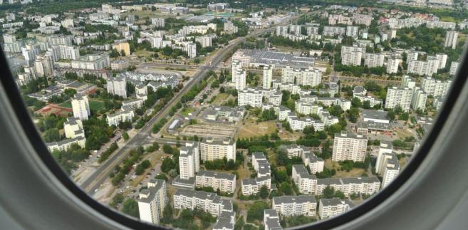 Polacy coraz odważniej podejmują decyzję o rezygnacji z zakupu mieszkań za pośrednictwem banku.