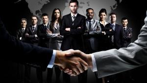 Klienci, umowa, uścisk dłoni