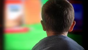 dziecko pred telewizorem