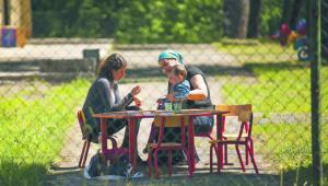 Jeśli rodzice złożyli wniosek o nadanie statusu uchodźcy, ich dziecko musi trafić do ośrodka zamkniętego