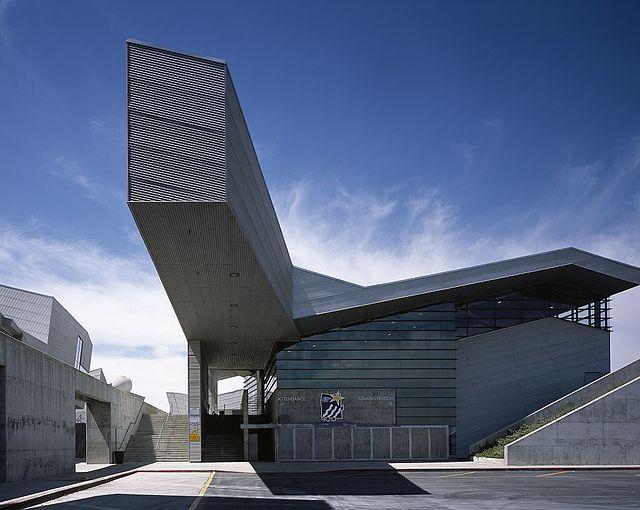 Diamond Ranch High School, zaprojektowany przez Thoma Mayne'a