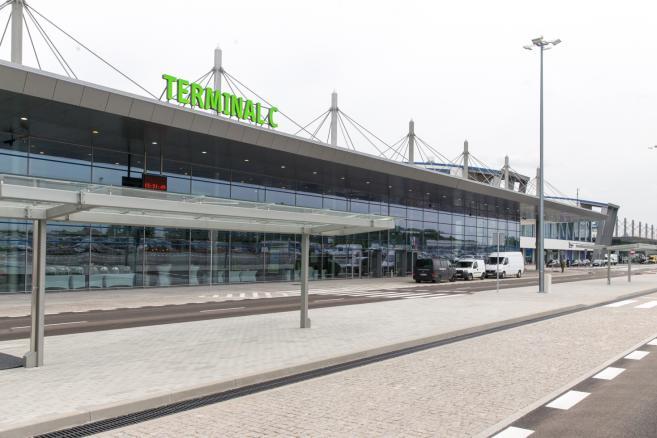 W Międzynarodowym Porcie Lotniczym Katowice - Pyrzowice otwarty został nowy, trzeci terminal. (ag/cat) PAP/ Andrzej Grygiel