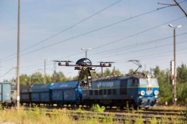 Większy z dronów PKP Cargo o rozpiętości skrzydeł jednego metra