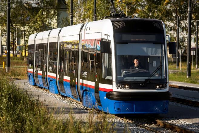 Prezentacja pierwszego z 12 zamówionych składów tramwajów Swing wyprodukowanego dla Bydgoszczy (tż/zuz) PAP/Tytus Żmijewski