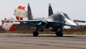 Rosyjski wielozadaniowy bombowiec  taktyczny SU-34, klasyfikowany również jako samolot myśliwsko-bombowy stacjonujący w bazie lotniczej w Chejmim, w pobliżu portowego miast Latakia. <br><br>fot. EPA/RUSSIAN DEFENCE MINISTRY PRESS SERVICE/HANDOUT Dostawca: PAP/EPA.