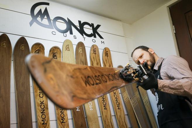 Manufaktura Monck Custom - produkcja nart drewnianych –fot. (ukit) PAP/Paweł Supernak