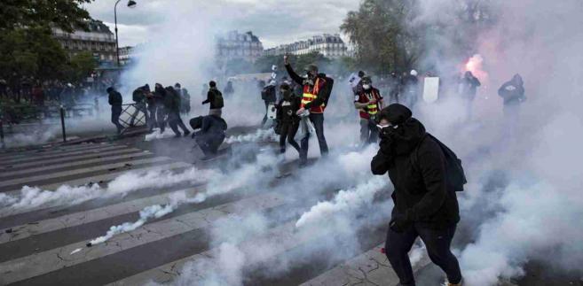 Zamieszki we Francji. Ludzie protestują przeciw reformie rynku pracy EPA/ETIENNE LAURENT Dostawca: PAP/EPA.