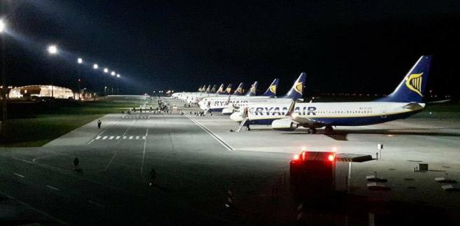 Spiętrzenie samolotów Ryanaira w Modlinie podczas fałszywego alarmu bombowego - fot. Hubert Bauer