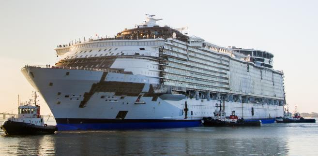 """Statek """"Harmony of the seas"""" w czasie budowy, czerwiec 2015. Autor: Djoach, CC BY-SA 4.0"""