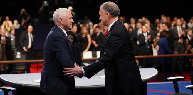 Mike Pence i Tim Kaine podczas debaty