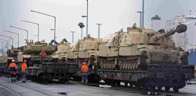 Amerykańskie czołgi dotarły do Niemiec, stąd będą transportowane do Polski EPA DAVID HECKER