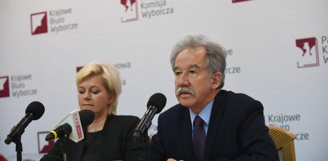 Przewodniczący Państwowej Komisji Wyborczej Wojciech Hermeliński i szef Krajowego Biura Wyborczego Beata Tokaj
