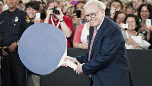 Warren Buffett podczas zjazdu akcjonariuszy Berkshire Hathaway 2012