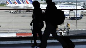 Pasażerowie na lotnisku Paryż-Roissy-Charles de Gaulle