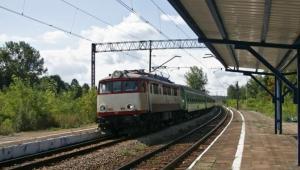 Premier Donald Tusk powiedział w czwartek, że można się spodziewać kolejnych zmian personalnych na kolei. fot. Shutterstock.