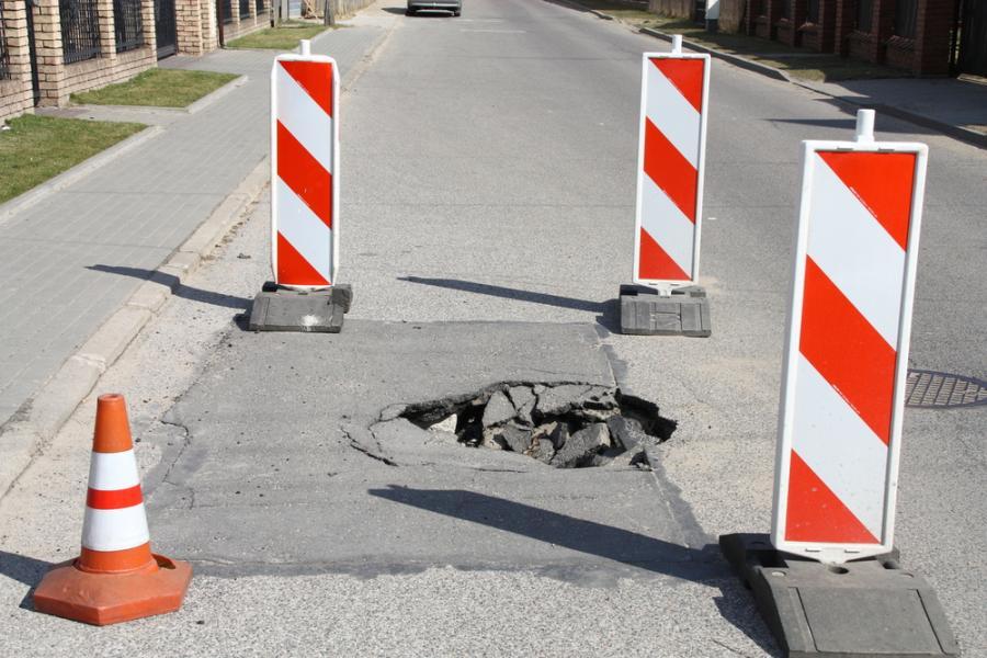 Dziura w drodze, transport