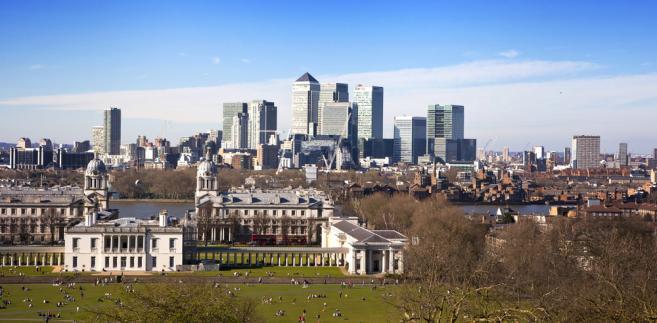 Londyn, widok na biznesową dzielnicę Canary Wharf ze wzgórza. Fot. IR Stone/Shutterstock.com