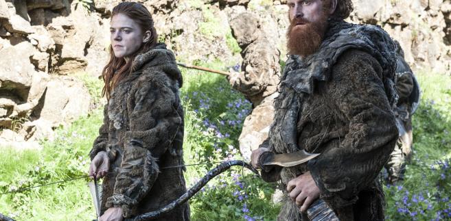 """Gra o Tron"" sezon 4. Rose Leslie jako Ygritte i Kristofer Hivju jako Tormund Zabójca Olbrzyma"