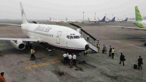 Samolot linii lotniczych Trigana EPA/BARBARA WALTON Dostawca: PAP/EPA.