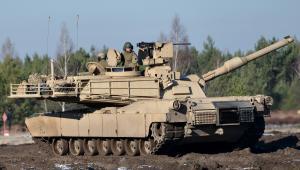 Czołg Leopard 2A4. Wspólne szkolenie polskich i amerykańskich żołnierzy na poligonie pancernym w Świętoszowie  fot. (mr) PAP/Maciej Kulczyński