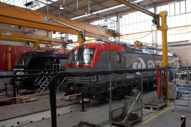 Vectron podczas montażu na hali Siemensa