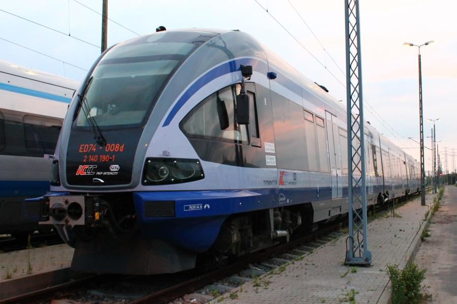 Od grudnia 2008 r. ED74 jeździ (często stoi z powodu awarii) w dla PKP Intercity