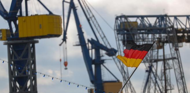 Niemiecka flaga w porcie w Hamburgu, 20.09.2017