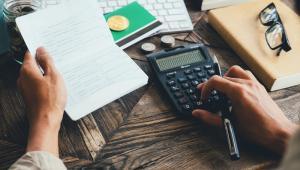 Ministerstwo Finansów ogłosiło w listopadzie publiczne konsultacje (i ciągle ogłasza kolejne) w zakresie uchwalonych już i opublikowanych w Dzienniku Ustaw nowelizacji ustaw podatkowych.