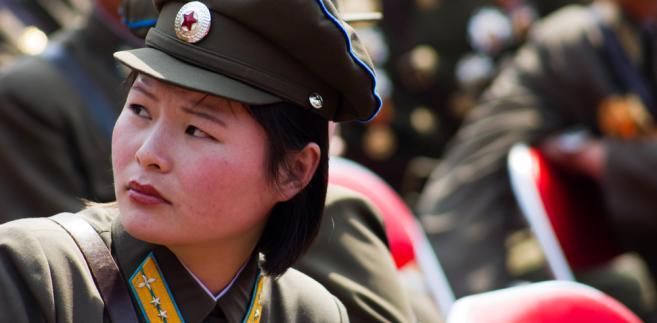 Zołnierz Korei Północnej podczas parady wojskowej, 2012 r. Fot. Astrelok / Shutterstock.com