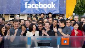 Mark Zuckerberg i ekipa Facebooka podczas otwarcia giełdy Nasdaq