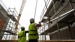 Robotnicy na budowie